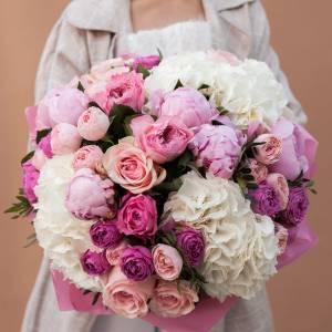 Пышный сборный букет пионы с гортензией и пионовидными розами R512