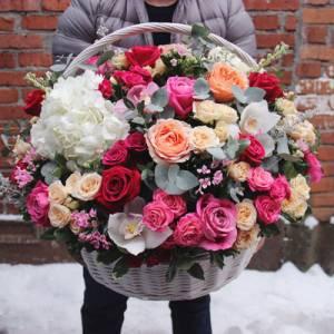 Сборная корзина с пионовидной розой R947